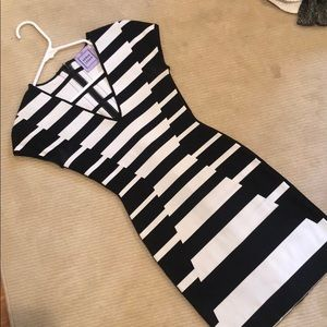 herve leger fitted black and white dress. size xxs